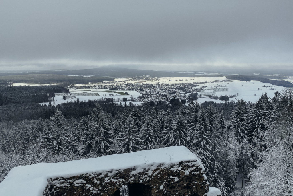 Aussicht im Winter von der Aussichtsplattform auf der Burg Epprechtstein