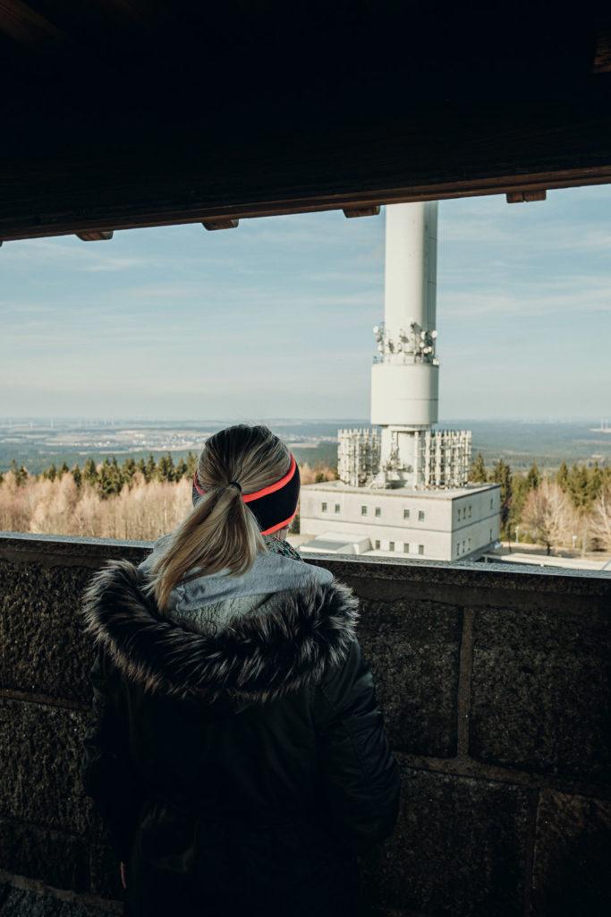 Blick vom Kornbergturm auf die ehemalige Radarstation auf dem Kornberg