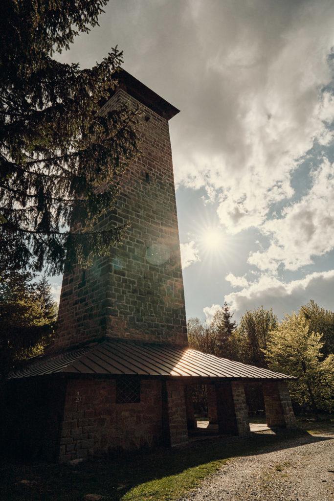 Der steinerne Kornbergturm bietet fantastische Ausblicke
