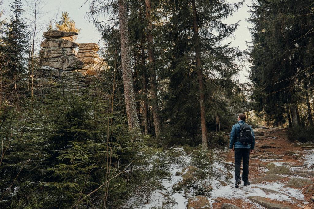 Von den drei Brüder-Felsen im Fichtelgebirge kann man perfekt zum Rudolfstein wandern