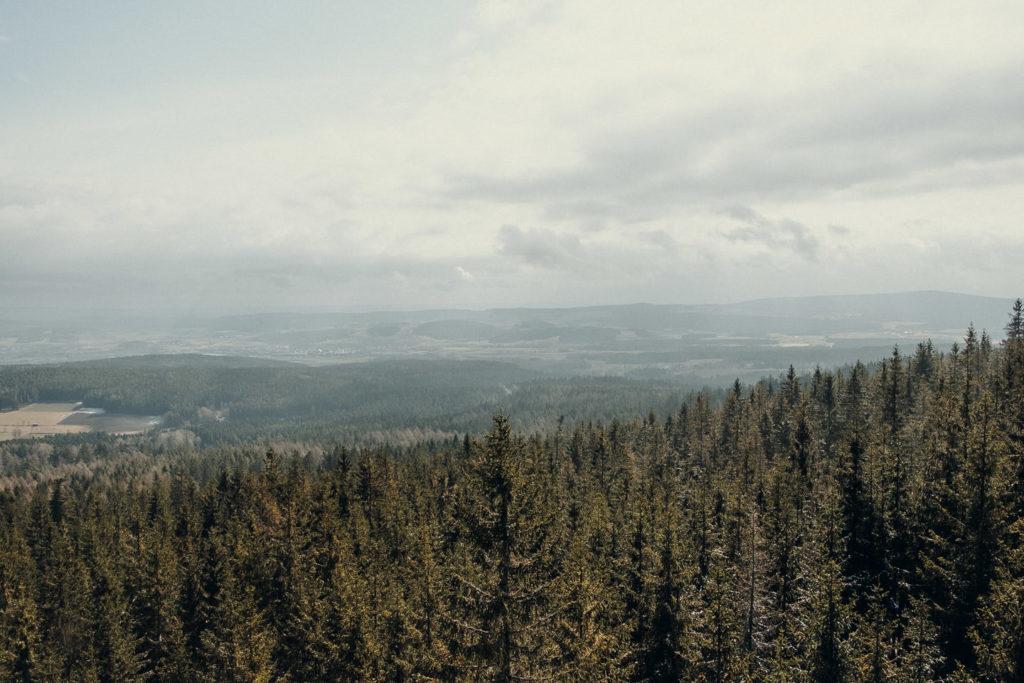Auf dem Burgsteinfelsen erwartet dich ein klasse Ausblick auf das Fichtelgebirge