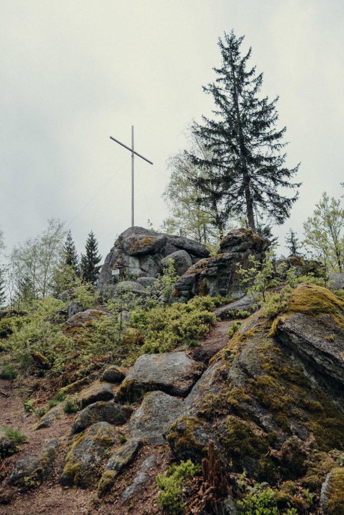 Gipfelkreuz der hohen Matze im Fichtelgebirge