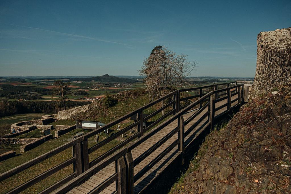 Holzsteg auf der Ruine Waldeck
