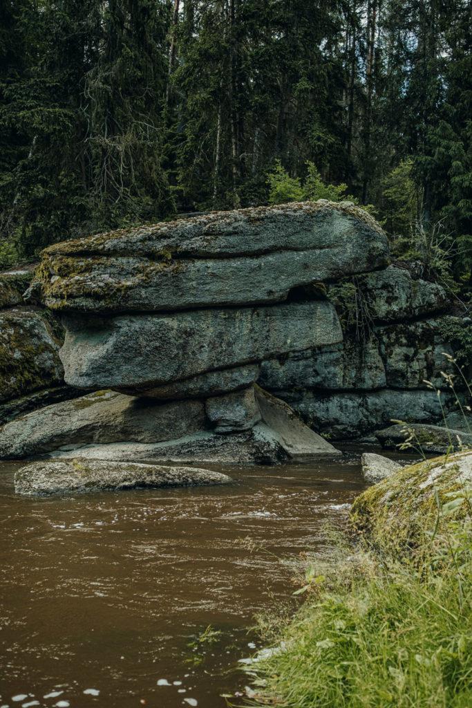 Der markante Tischstein im Waldnaabtal